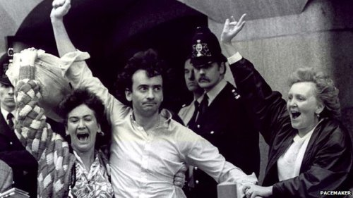 Gerry Conlon celebrates his acquittal outside the Old Bailey with his two sisters in 1989. Notice the unhappy-looking policemen in the background.