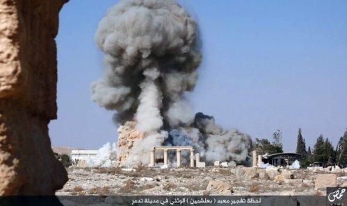 ISIS destroys Roman monuments in Palmyra